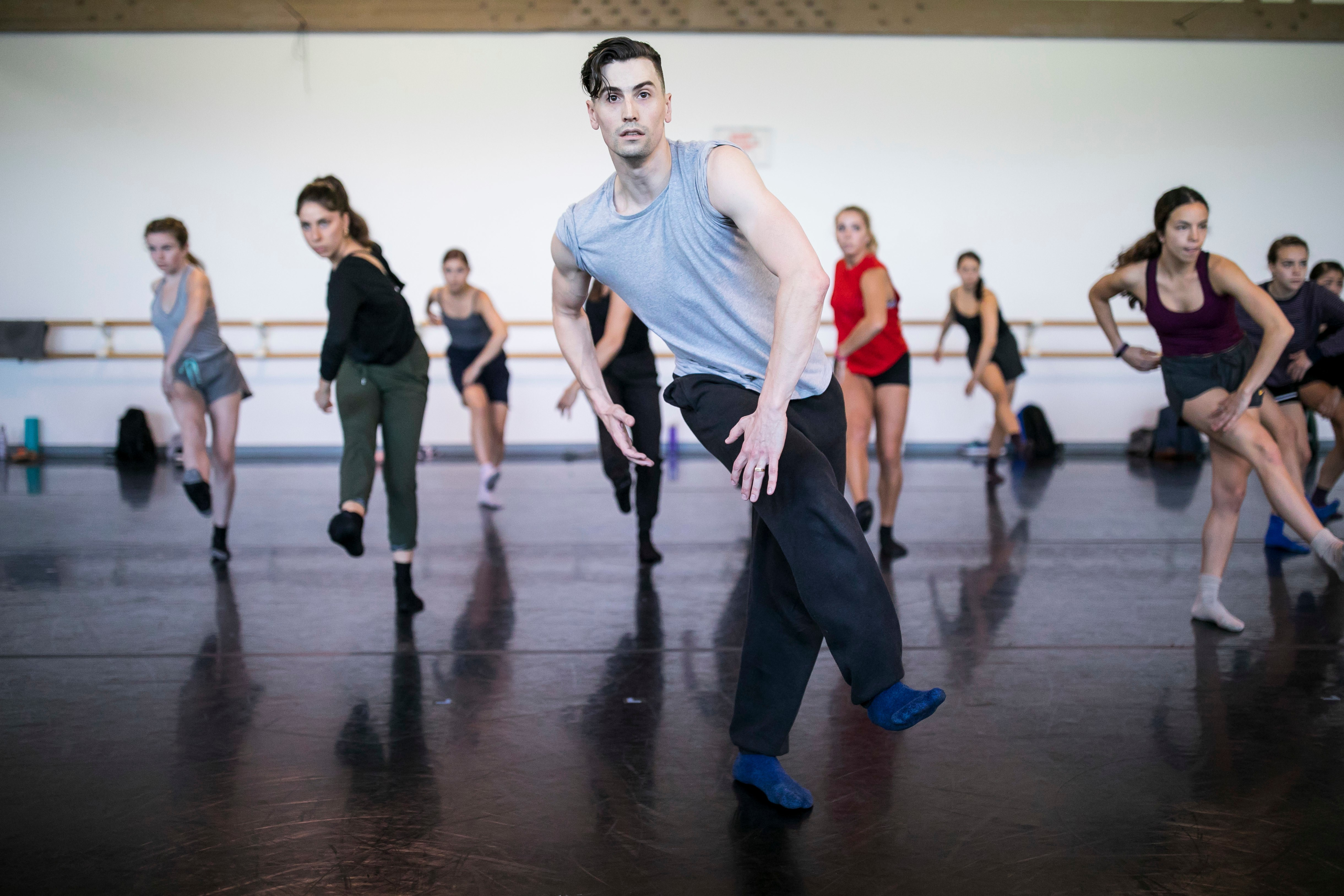 Hubbard Street dancer Andrew Murdoch leading class for Professional Program dancers