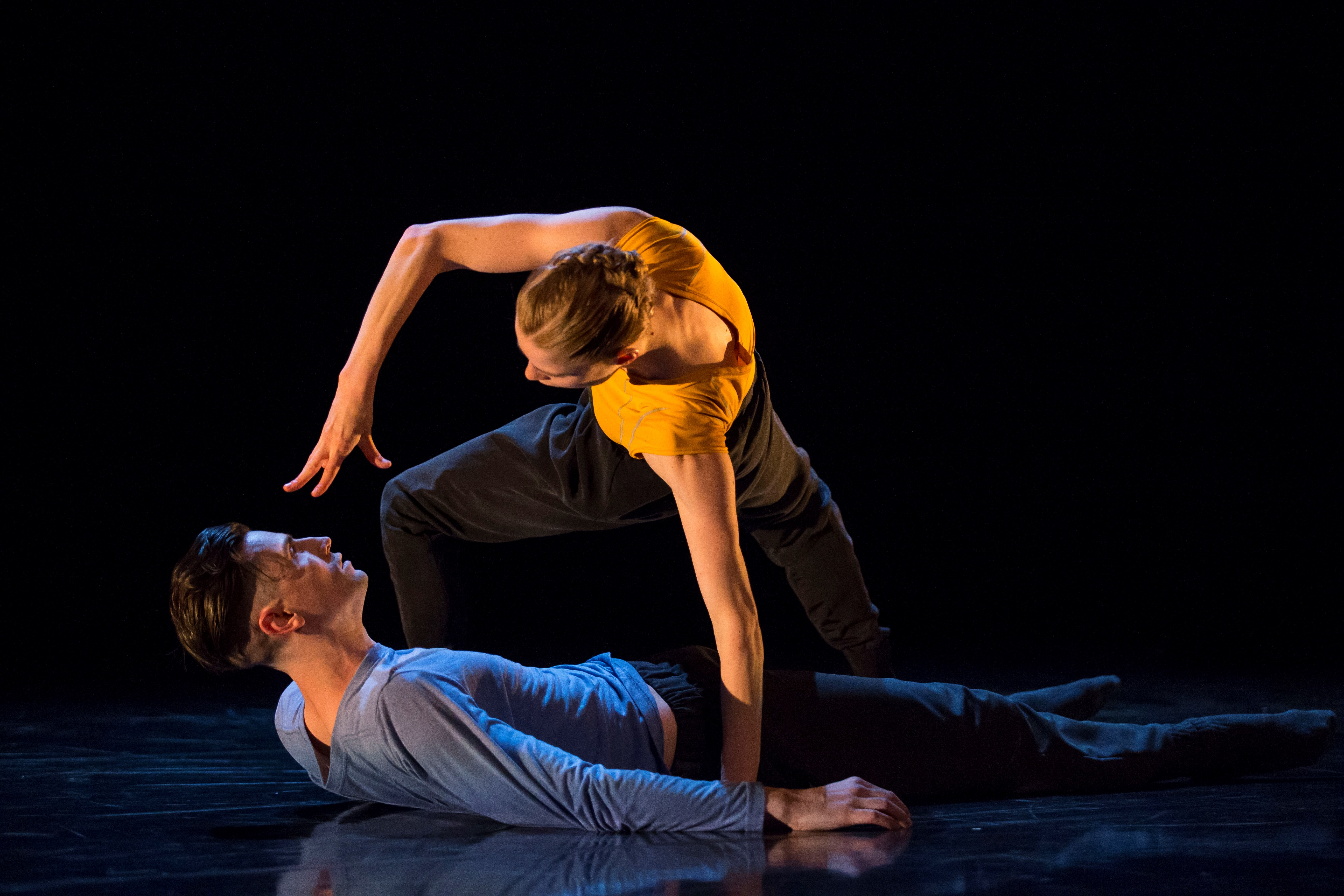 Hubbard Street Dancers Emilie Leriche and Andrew Murdock in Clan(device) by Alice Klock. Photo by Todd Rosenberg.