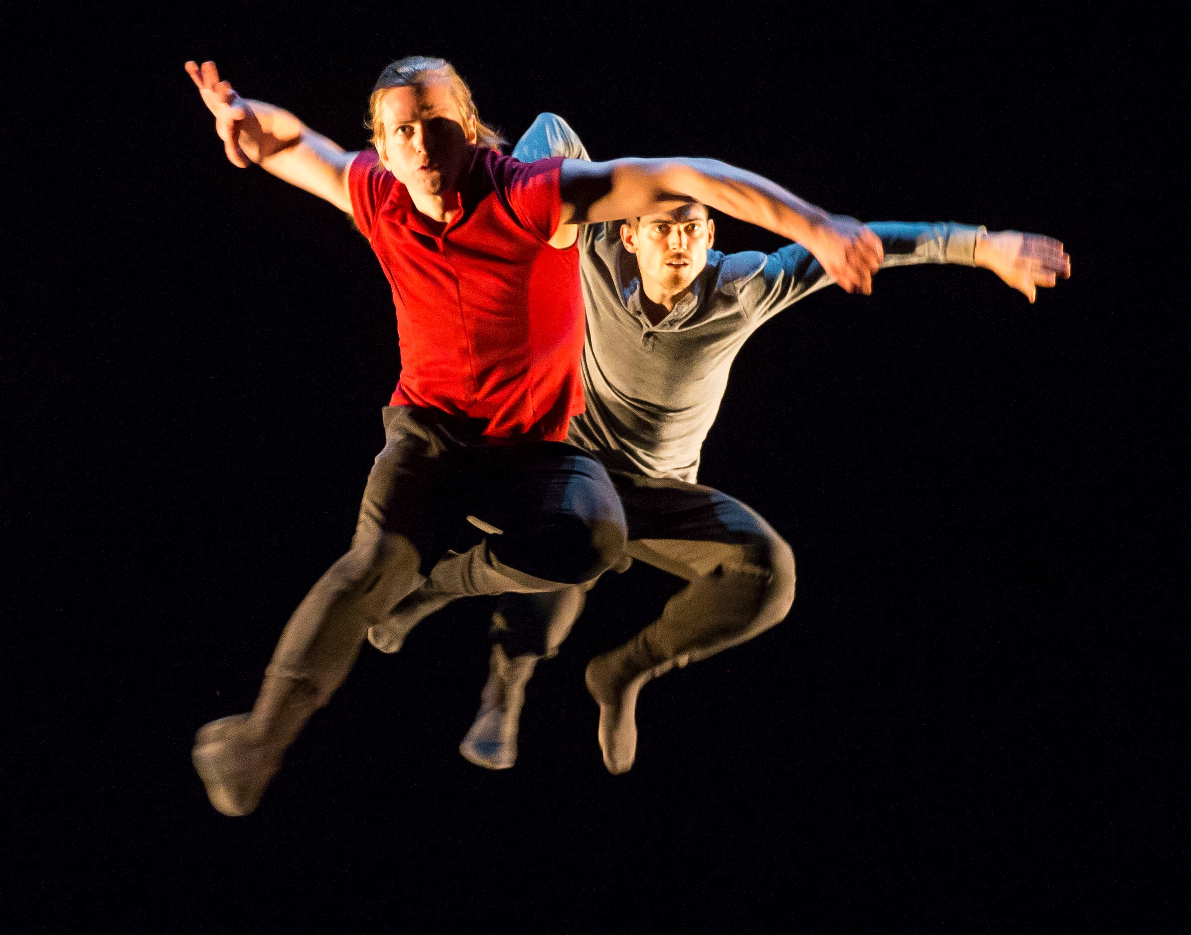 Hubbard Street Dancers David Schultz and Michael Gross in Clan(device) by Alice Klock. Photo by Todd Rosenberg.