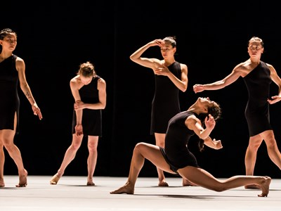 Jacqueline Burnett in Ohad Naharin's DECADANCE/CHICAGO
